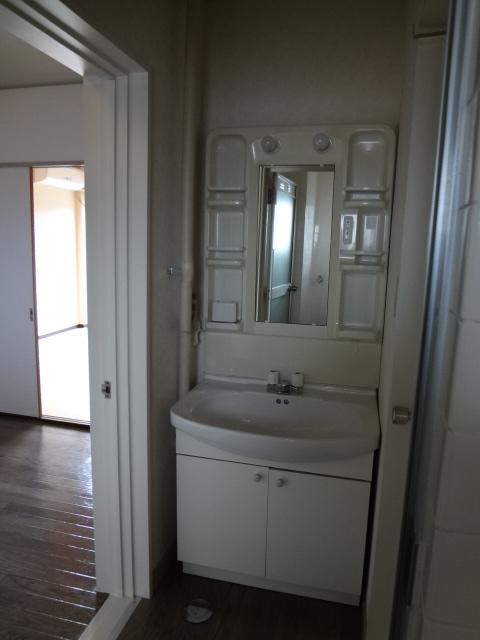 マンション新井 302号室の洗面所