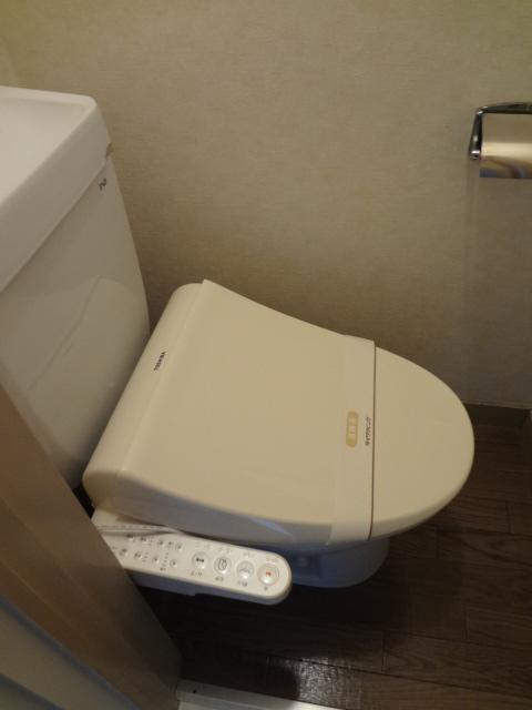 マンション新井 302号室のトイレ