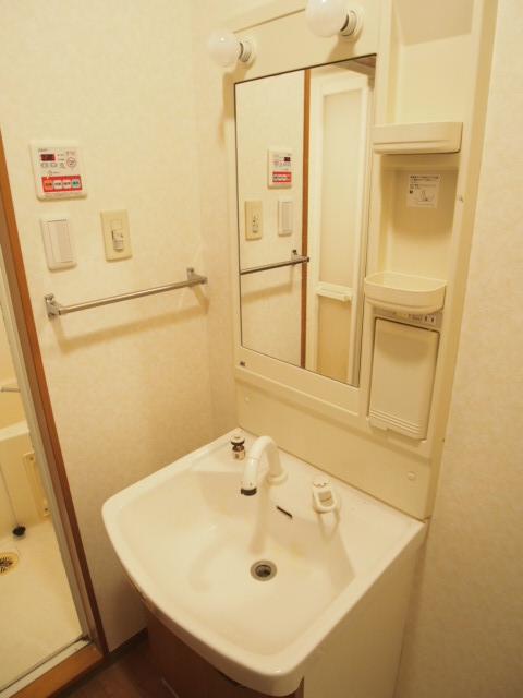 シャンドフルール 105号室の洗面所