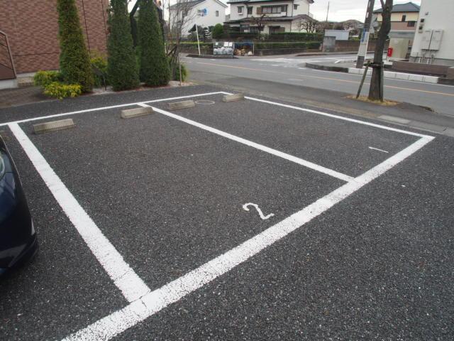 シャンドフルール 105号室の駐車場