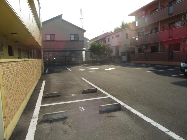 ラポージュ 103号室の駐車場