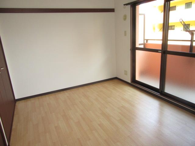 ラポージュ 103号室の居室