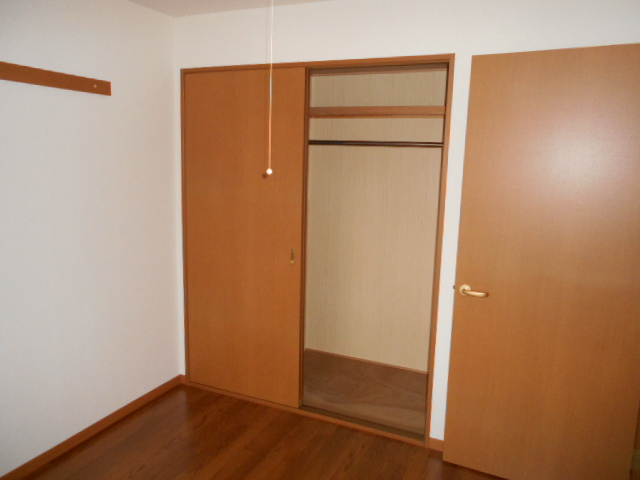 オークス中切 202号室の収納