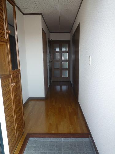 コープセンタービレッジ 102号室の玄関