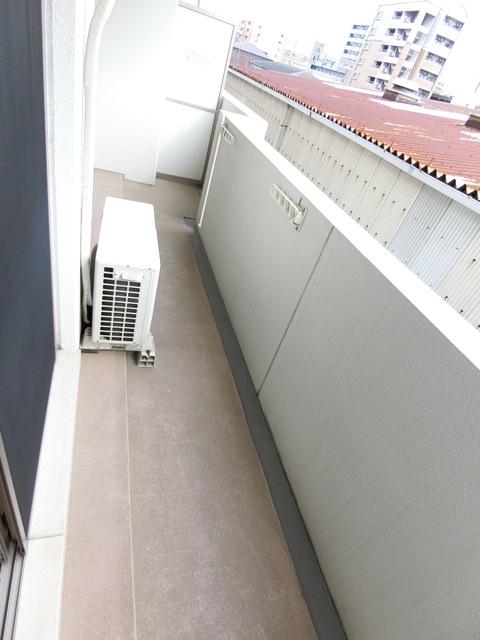グランメール博多東 301号室のバルコニー