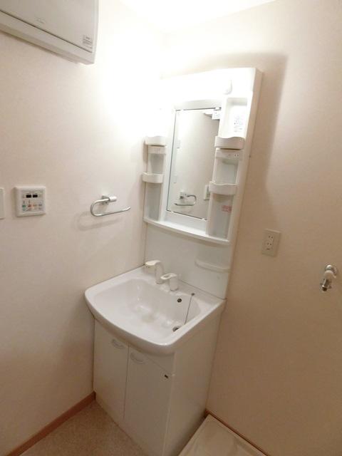 グランメール博多東 301号室の洗面所