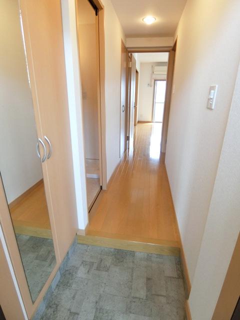 グランメール博多東 301号室の玄関