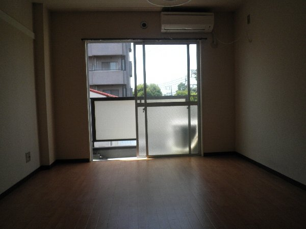 中川ビル 202号室のリビング