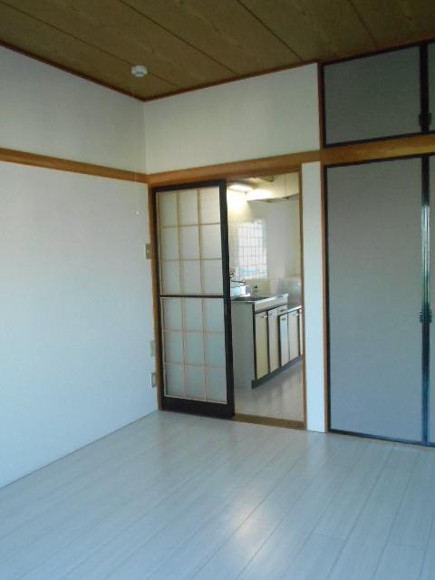 シャルム伊藤 205号室のリビング
