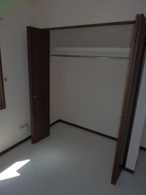 メゾン・ド・ロイ 102号室の収納