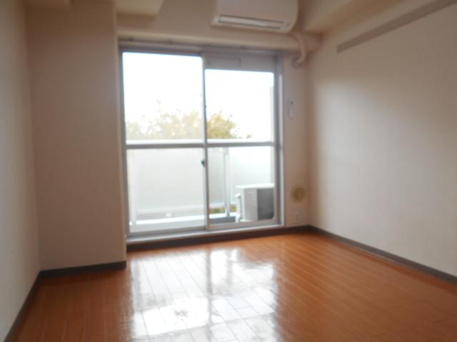 ドゥエル聖蹟 405号室の居室