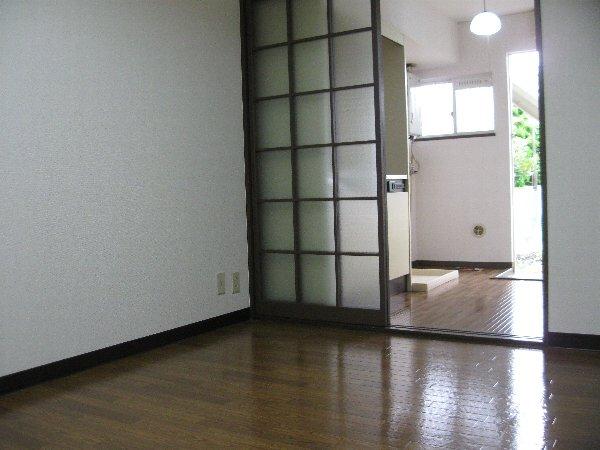 アゼリヤハイツ 101号室の居室