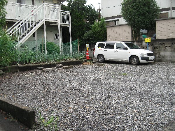 アゼリヤハイツ 101号室の駐車場
