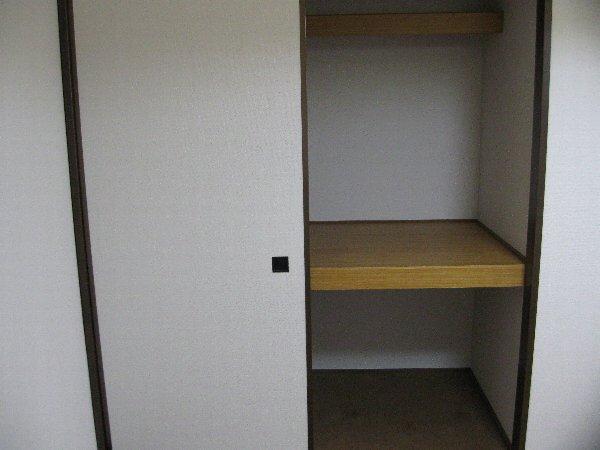 アゼリヤハイツ 101号室の収納