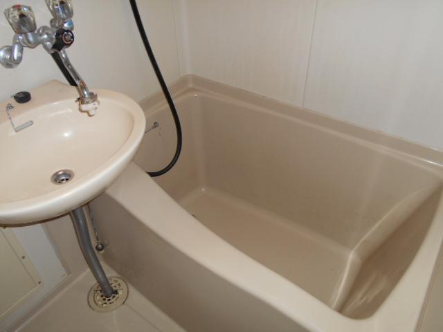 ホワイトウイング連光寺Ⅱ 202号室の風呂