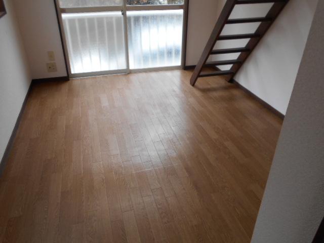ホワイトウイング連光寺Ⅲ 104号室の居室