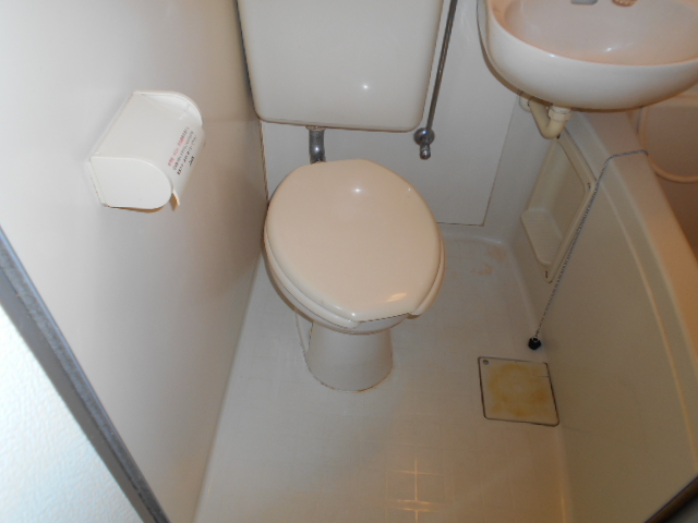 ホワイトウイング連光寺Ⅲ 104号室のトイレ