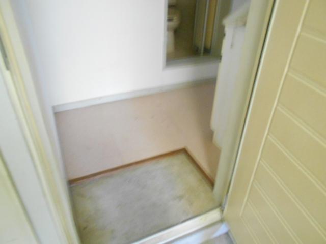 セフィール程久保 203号室の玄関