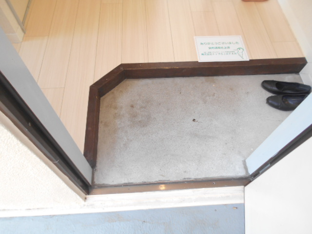 アーバンハイツ高幡 203号室の玄関