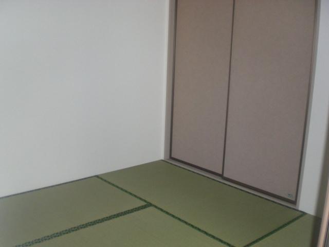 ガーデンハイツB 102号室のリビング