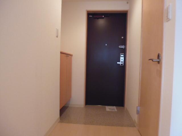 ルネス カーサ 104号室の玄関