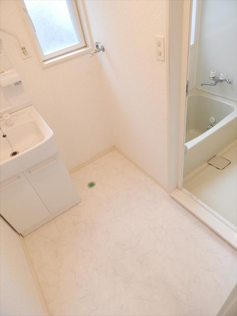 下新郷貸家2号棟の洗面所