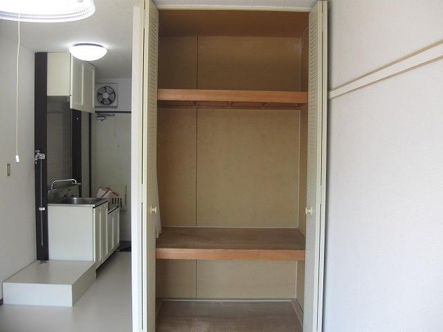 プチハイツ下高井戸 104号室の収納