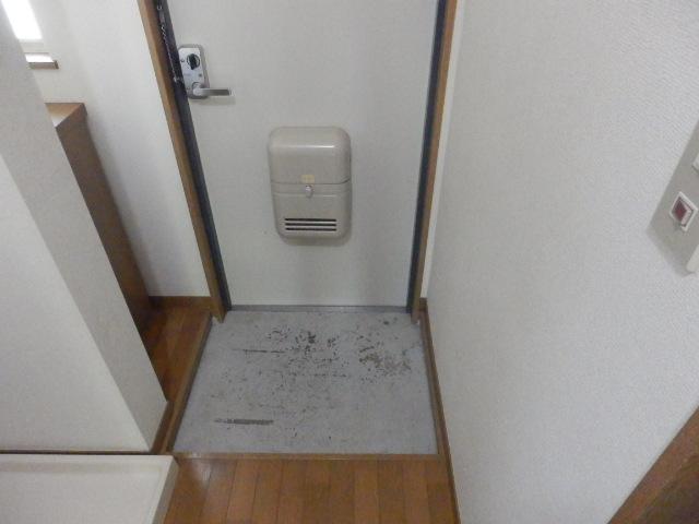 ルネッサンス向ヶ丘 201号室の玄関