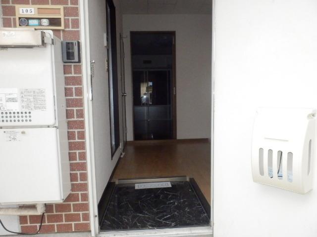 グランドハイツⅠ 105号室の玄関