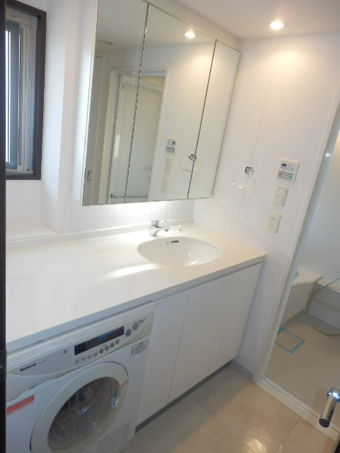 クリオ上野毛ラ・モード 605号室の洗面所