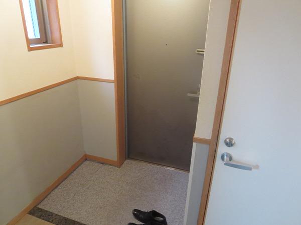 ヴィソカ 1B号室の玄関