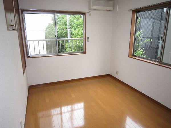 タウンハウス大岡山 205号室のリビング