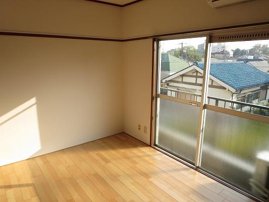 小野ハイツ 302号室の居室