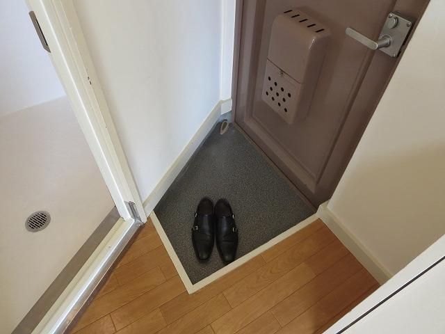 文栄マンション 402号室の玄関