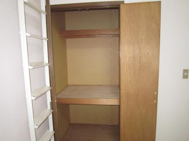 三松ハウス 205号室の収納