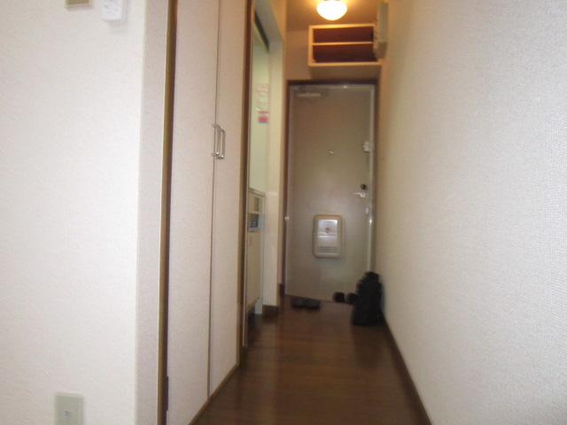 三松ハウス 205号室の玄関