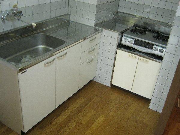 グランドーネ中山 305号室のキッチン