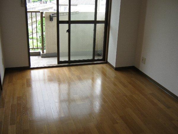 グランドーネ中山 305号室の居室