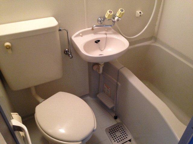 コートドオルウチダ 202号室の風呂