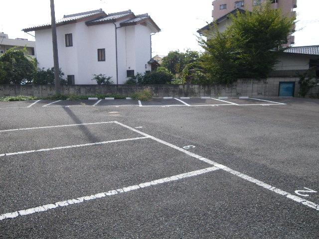 セグンド山星 403号室の駐車場