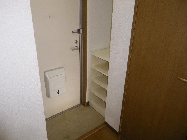 セグンド山星 403号室の玄関