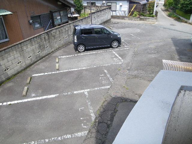 アイカワハイツ D-3号室の駐車場
