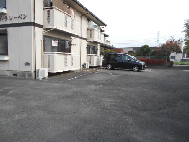ヴィラレーベン 101号室の駐車場