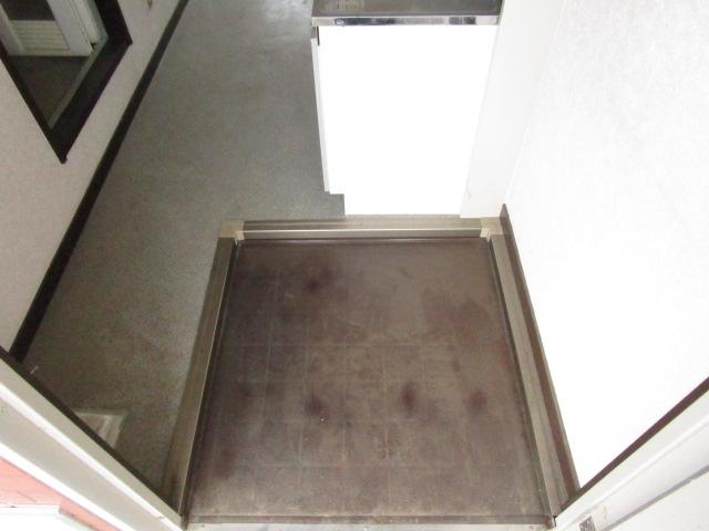 NT三山ハイム 103号室の玄関