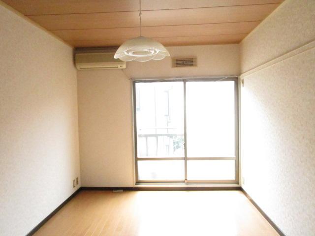 NT三山ハイム 103号室のリビング