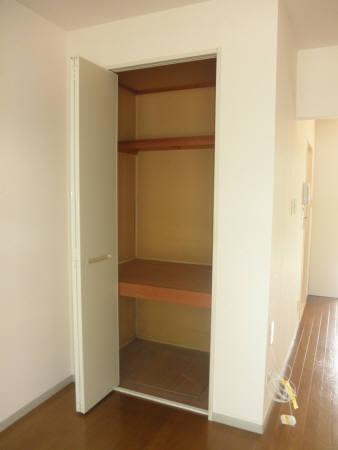 ヴェルメゾン美季 103号室の収納