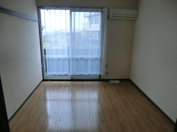 カレッジサイド寺田 203号室のリビング