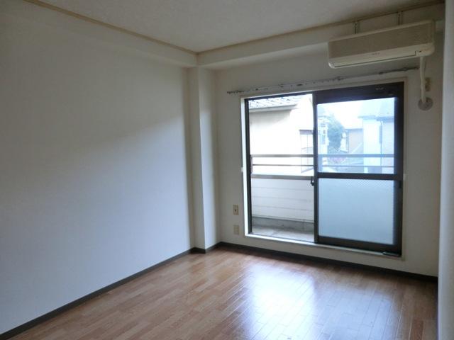 スターマンション 101号室のリビング