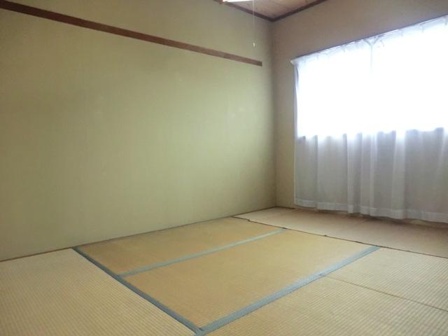 第2西形マンション 302号室の居室