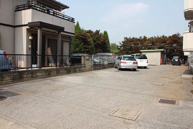 第2西形マンション 302号室の駐車場